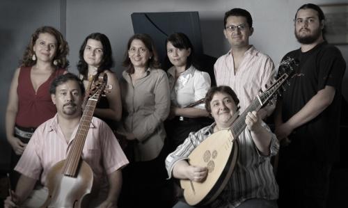 """Otto Castro junto a Ganassi, Adela Marín (de pie izq.) y Mario Acosta (de pie der.), el equipo que realizó """"Cantos de La Llorona""""."""