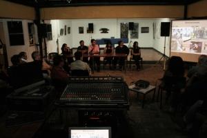 """Mesa redonda en el Centro Cultural de España (San José), antes del estreno de """"Cantos de La Llorona""""."""